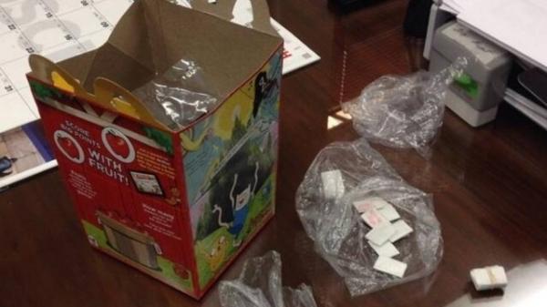 Mulher é presa vendendo heroína em brinquedos do Mc Lanche Feliz