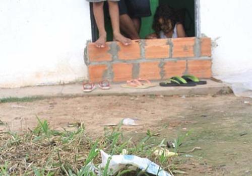 Chuvas alagam casas e trazem transtornos