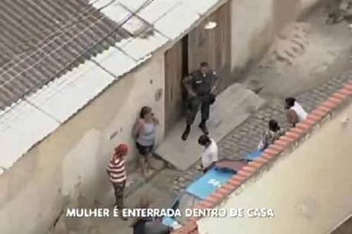 Justiça manda prender filha e genro de idosa concretada embaixo de pia