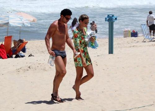 O jogador esteve nesta quinta-feira, 20, na praia do Leblon, na Zona Sul do Rio.