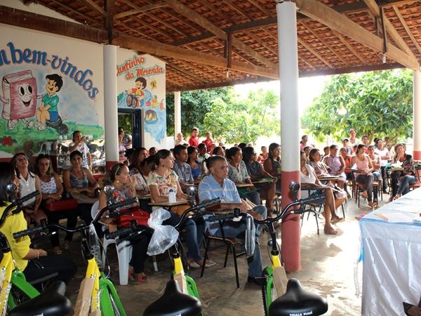 Prefeito participa de encerramento do Encontro Pedagógico 2014 - Imagem 9