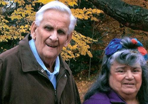 Após 60 anos juntos, casal morre de mãos dadas com horas de diferença