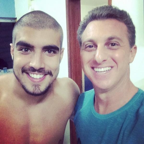 Caio Castro fica careca em gravação do Caldeirão do Huck: