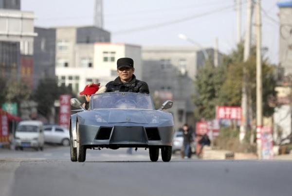 Fazendeiro constrói réplica de Lamborghini para o neto na China