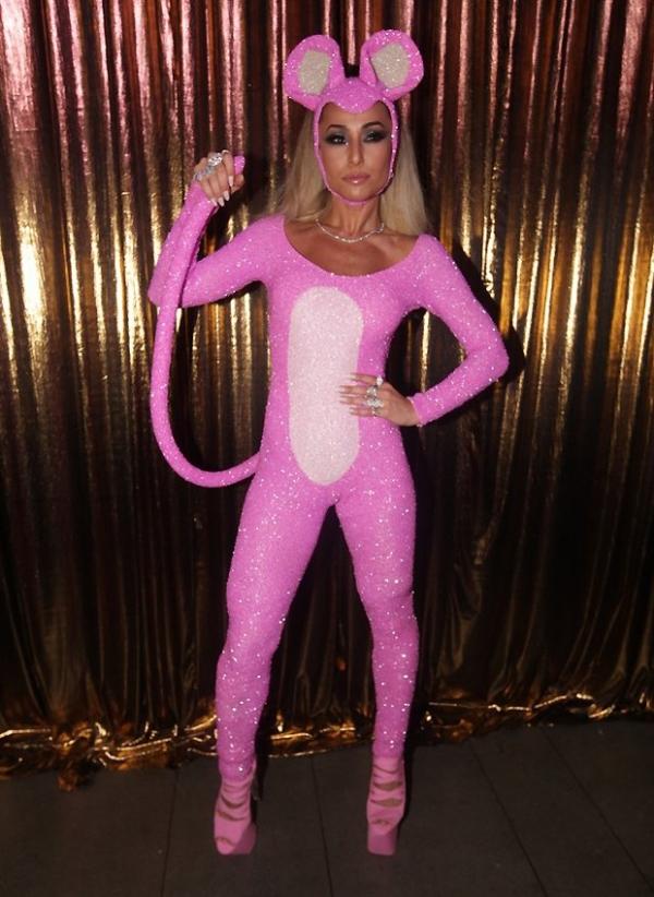 Sabrina Sato vai de Pantera Cor-de-Rosa ao Baile da Vogue