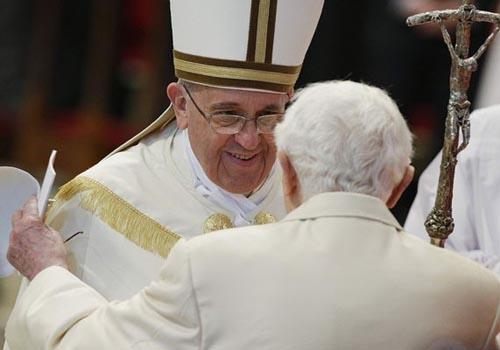 Arcebispo do Rio recebe o título de cardeal em cerimônia com Bento XVI