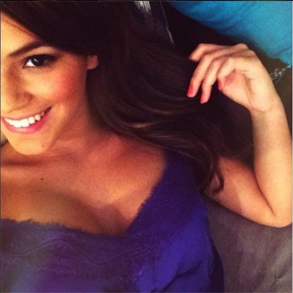 Bruna Marquezine dá boa noite com foto sexy