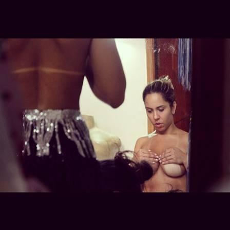 Mulher Melão faz dieta radical e spinning todos os dias para desfilar de tapa-sexo