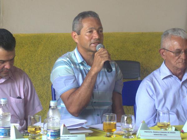Prefeito Ângelo Pereira participa de Encontro do G15