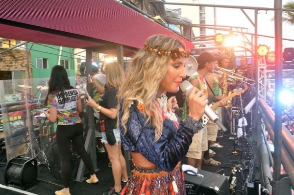 Claudia Leitte faz sua primeira apresentação no carnaval de Salvador
