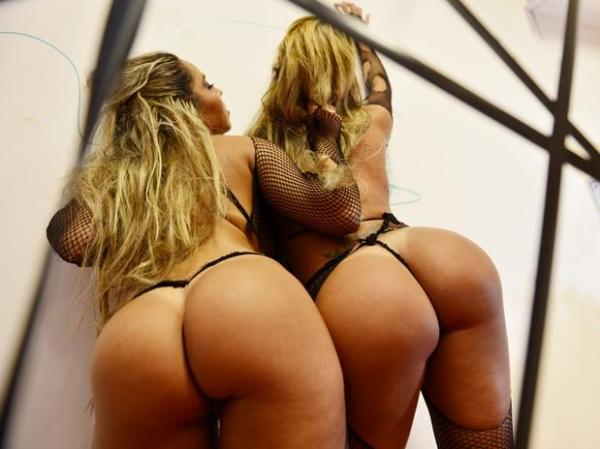 Com tapa-sexo, Mulher Melão representará aranha na Sapucaí
