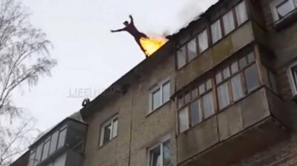Dubl russo pula de pr馘io com o corpo em chamas e sai ileso