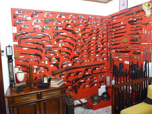Ex-vereador é preso em flagrante em casa com mais de 200 armas ilegais