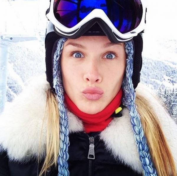 Fiorella Mattheis foge do carnaval e viaja para neve