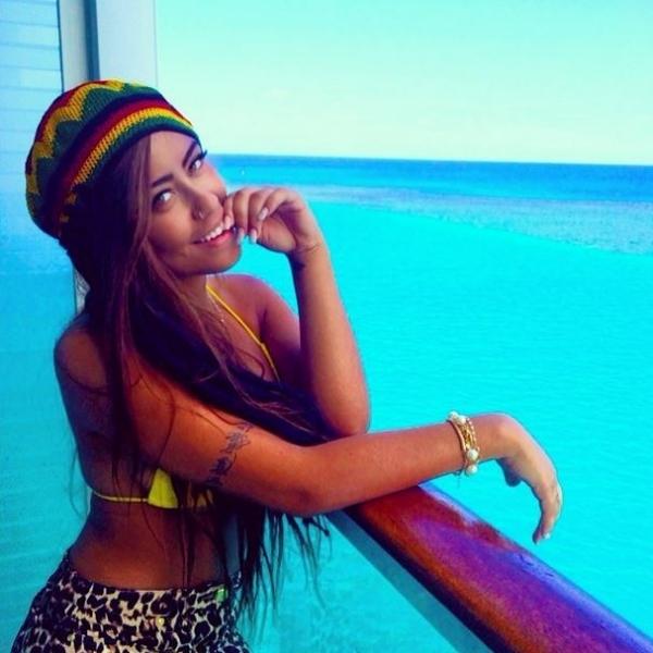 Irmã de Neymar curte carnaval na Jamaica
