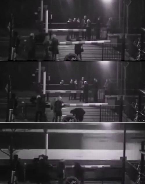 Mulher escapa por um triz na Holanda de ser atingida por trem de alta velocidade