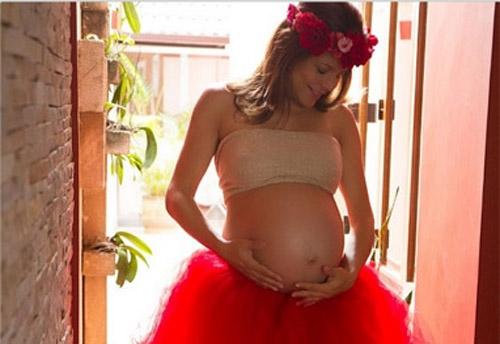 Nivea já é mãe de Miguel, 9 anos, de sua relação com o ator Mário Frias.
