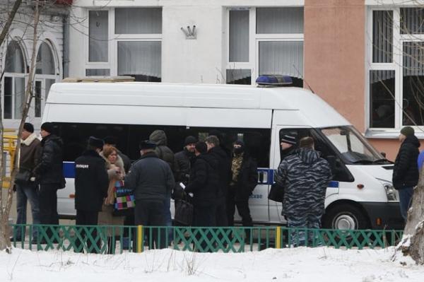 Aluno é detido após matar policial e professor e fazer reféns na Rússia
