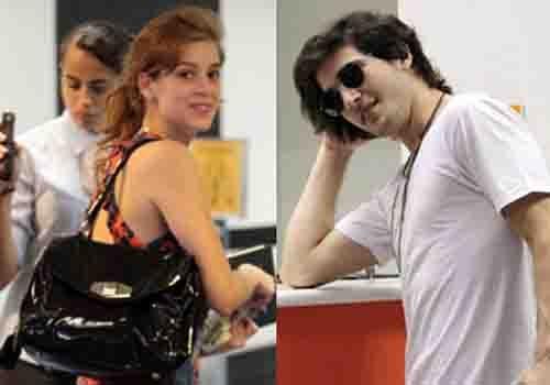 Em clima de romance, Fiuk e Sophia Abraão embarcam no aeroporto