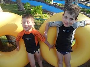 Irmãos de 3 e 5 anos salvam idoso que se afogava em piscina no RS