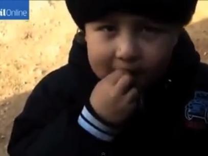 Mini-jihadista: menino de 4 anos luta ao lado de rebeldes em conflitos da S叝ia