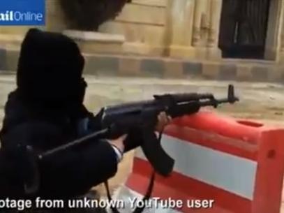 Mini-jihadista: menino de 4 anos luta ao lado de rebeldes em conflitos da Síria