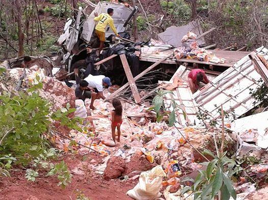 Mas um grave acidente com caminhão na ladeira da bananeira entre Tanque Oeiras