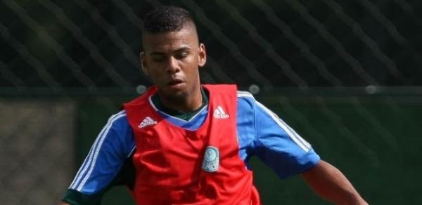 Há oito meses sem jogar, reforço do Palmeiras chega com perfil de coringa