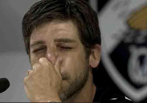 Lágrimas no adeus! Juninho mostra emoção, ao contrário de outro astro
