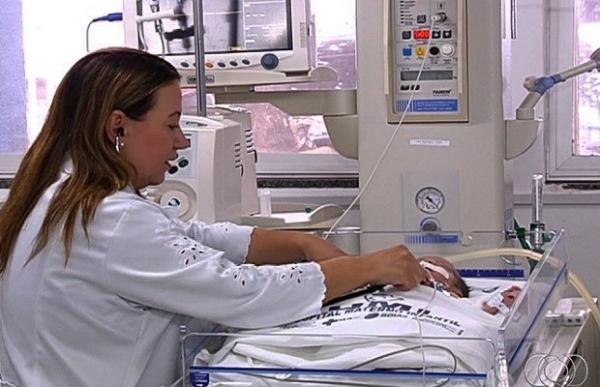 Bebê que nasceu após mãe morrer em acidente comove equipe médica