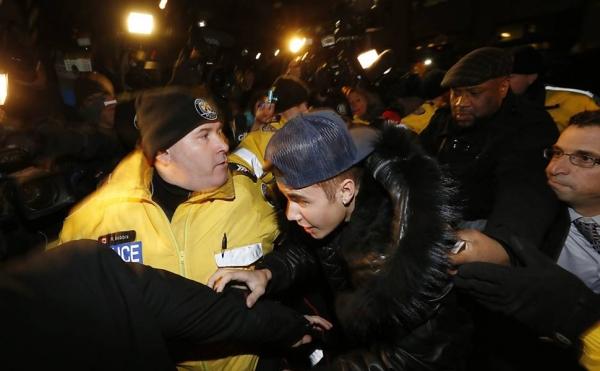 Pilotos de avião de Justin Bieber usaram máscara por causa de maconha, diz emissora