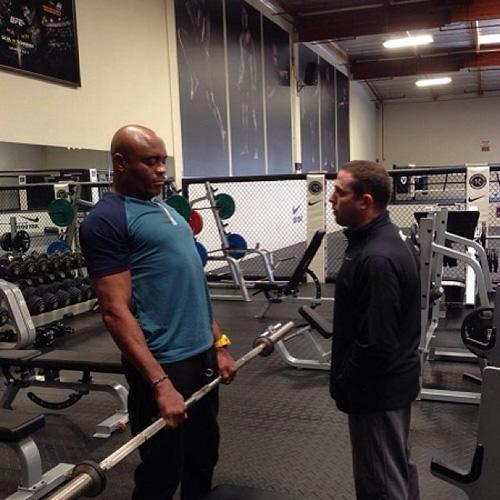 Anderson Silva faz seu primeiro treino após fratura da perna no UFC 168