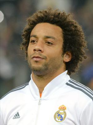 Mesmo sem jogar, Marcelo sofre com cantos racistas de torcida do Atlético