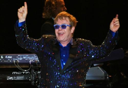 Mangueira convida Elton John para ser principal destaque de alegoria gay