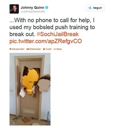 Força bruta: atleta dos EUA fica preso no banheiro e arromba porta para sair