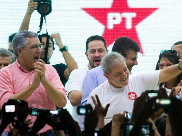 Ao lado de Lula, Padilha participa de caravana e mira governo de SP
