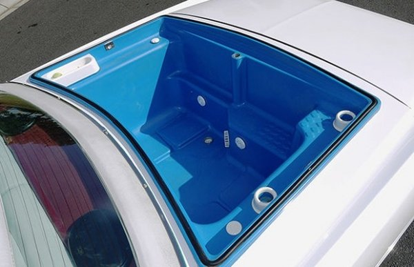 Cadillac com oito rodas, churrasqueira e banheira será leiloado este ano