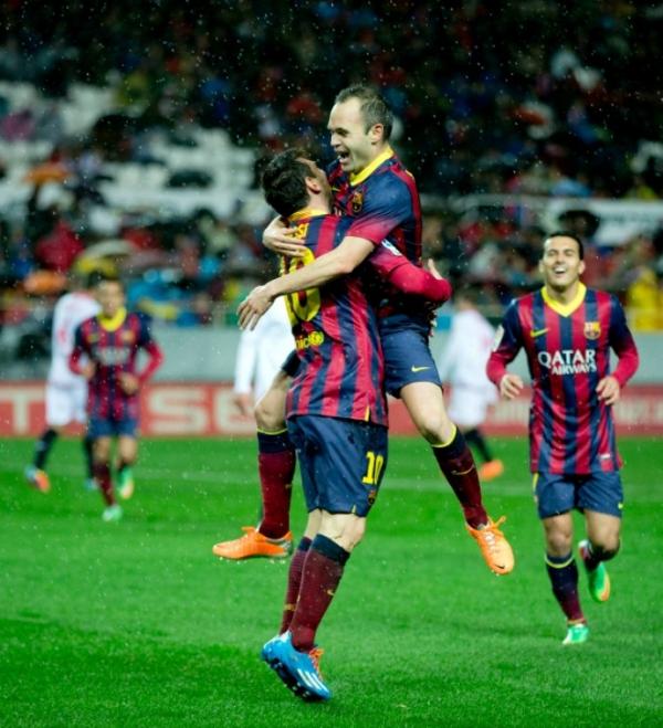 Messi faz dois gols, quebra recorde e leva o Barça para liderança