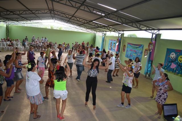 Vera Mendes: Carnaval do idoso é comemorado com muita alegria.