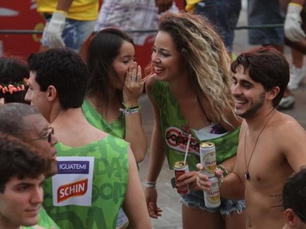 Gusttavo Lima agita público com