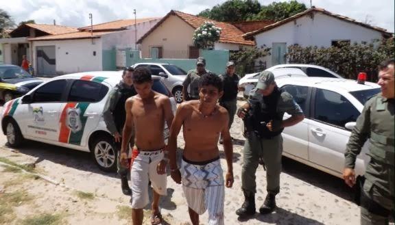 Primos são presos após esfaquearem desafeto em festa no litoral