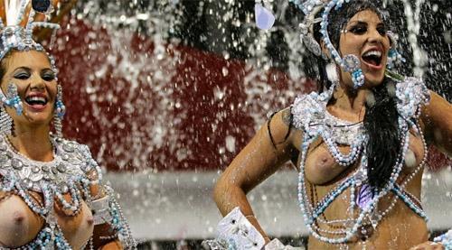 Sete escolas de samba desfilam hoje no Grupo Especial de São Paulo