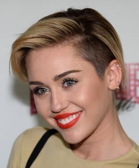 F  preso depois de invadir camarim de Miley Cyrus, diz emissora de TV
