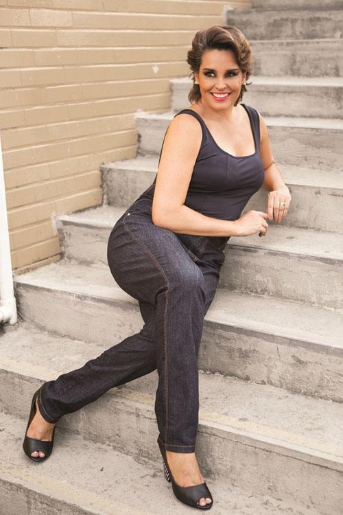 Suzy Rêgo posa para grife plus size: