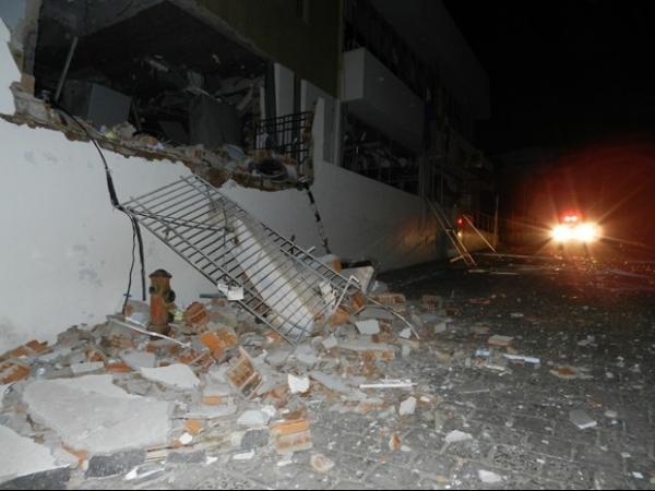 15 homens cortam luz de cidade e explodem caixa eletrônico na BA