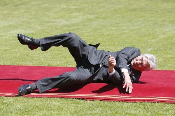 Ex-premiê da Holanda cai durante posse de Bachelet no Chile