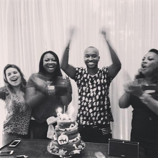 Fernanda Souza faz festa surpresa para Thiaguinho