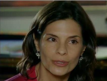 Helena Ranaldi fica nervosa com fofoca envolvendo seu nome e de Susana Vieira