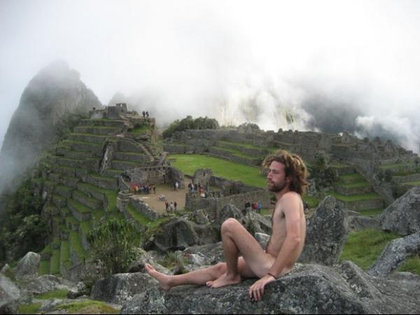 Turistas ficam nus para fotos e geram alerta em Machu Pichu