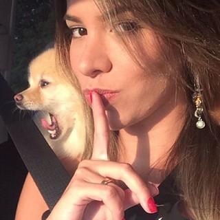 Após ver sequestro, ex-BBB Adriana faz protesto: